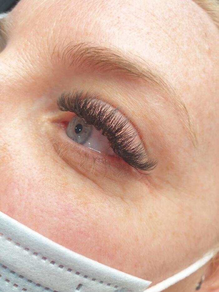mega volume eyelashes